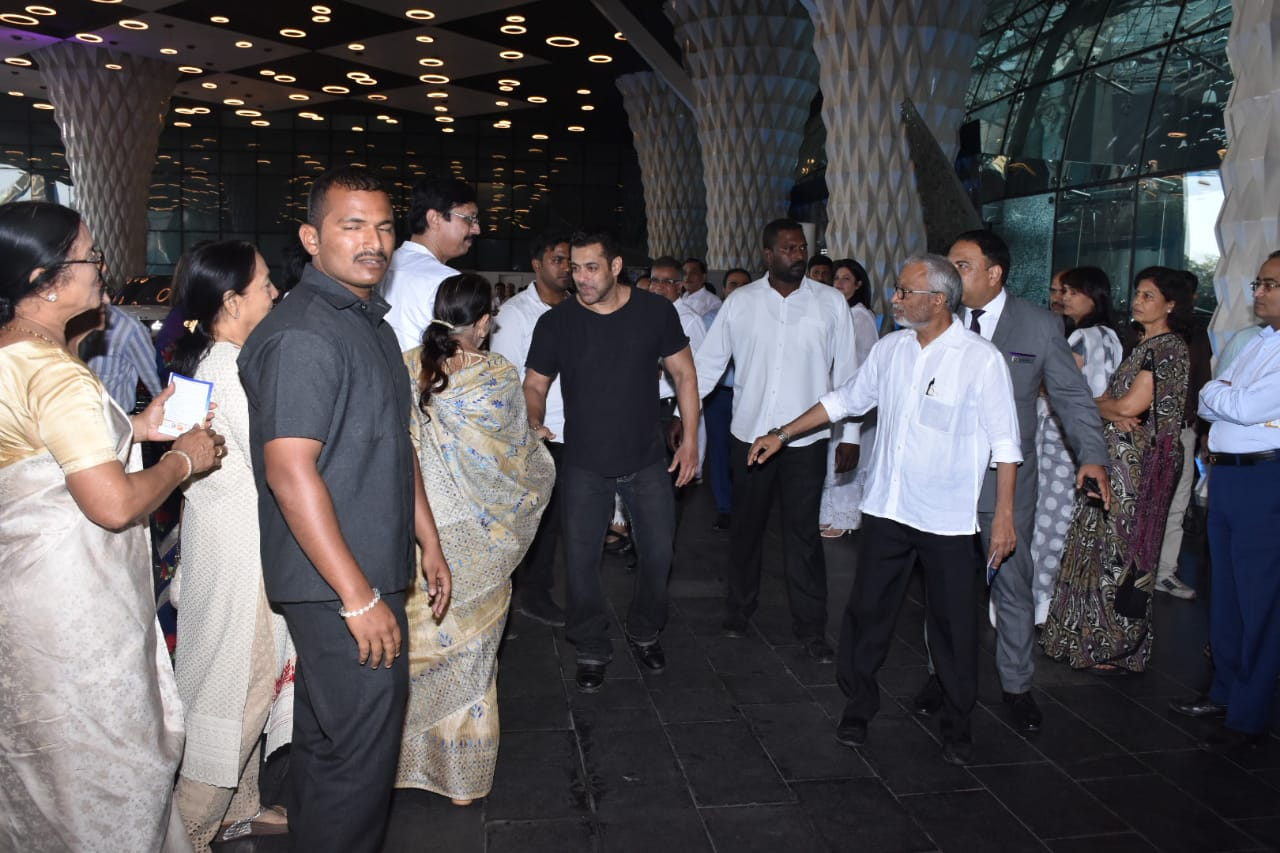 Salman Khan arriving at Raj Kumar Barjatya's prayer meet