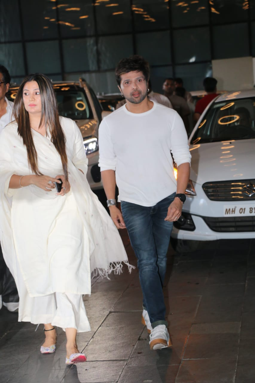 Himesh Reshammiya with wife