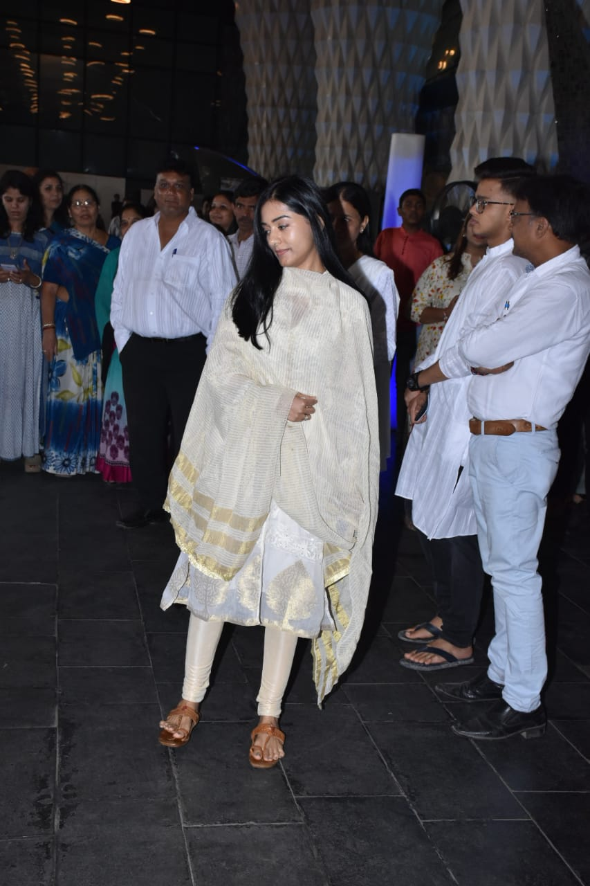 Amrita Rao at Raj Kumar Barjatya's prayer meet