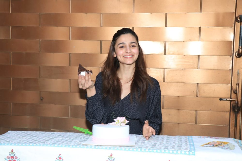 Alia-Bhatt-celebrates-her-bday-with-media