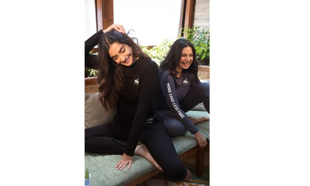 Kapoor-sister-leave-for-Cannes