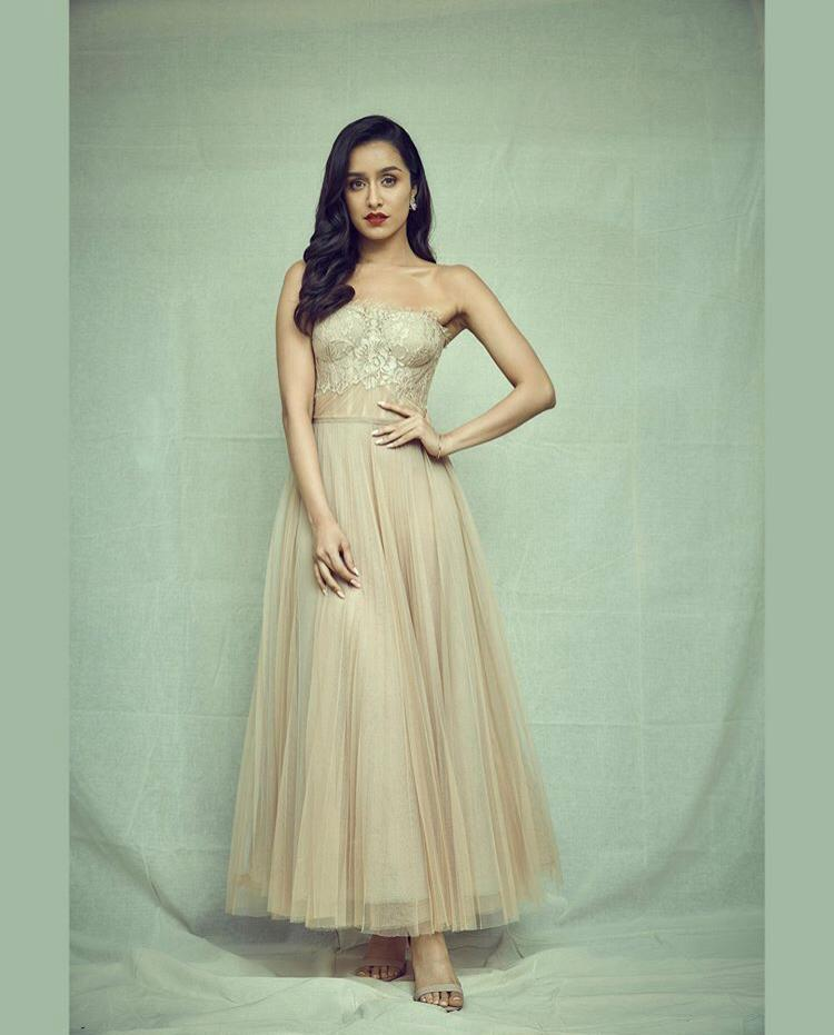 shraddha-kapoor-saaho-golden-gown